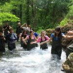 Alcuni studenti impegnati in un bel percorso di acquatrekking